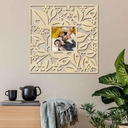 Ramka na zdjęcia na drewnianej ścianie - do 50 x 50 cm