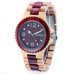 Twórczy drewniany zegarek