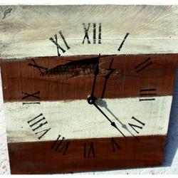 Drevené hodiny  na vašu chatu gaštan .