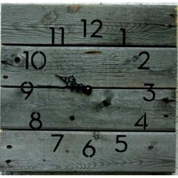 Moderné hodiny z dreva vitaj na chalupe .