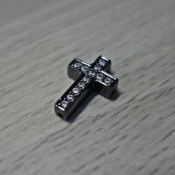 Metalowy krzyż z cyrkoniami - czarny