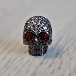Metalowa czaszka z cyrkoniami - czarna