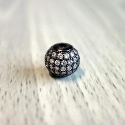 Metalowa kula ze srebrnymi cyrkoniami - czarna