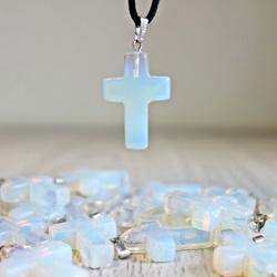 Wisiorek z kamienia - Krzyż - Meshstone (opalit) 18x25