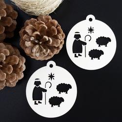 Świąteczne dekoracje wykonane z drewna pastierskiego, wymiary: 79x90 mm