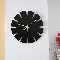 Drewniany zegar ścienny firmy HDF SPECTRA