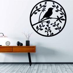 Drewniany obraz na ścianie sklejki jest już ptakiem wiosennym
