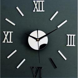 Fantastyczny zegar z lustrem na ścianie małego rzymskiego zegara